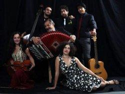 """""""Alle porte della città, parole e musiche nomadi"""": Guarda e ascolta il concerto dei Muzikanti di Balval"""