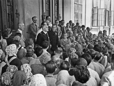III1.1-Lalto-commissario-per-la-provincia-di-Lubiana-Emilio-Grazioli-alla-Fabbrica-Tabacchi-di-Lubiana-10-luglio-1941