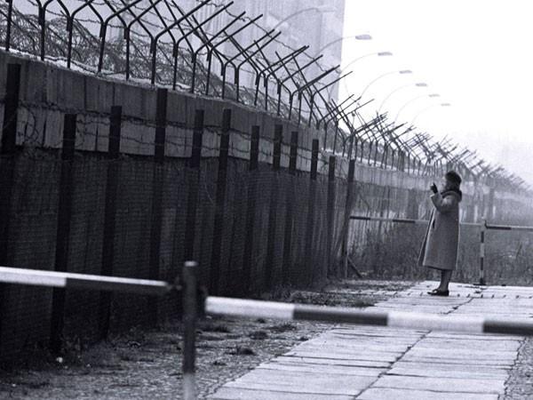 СВОБОДА!  FREIHEIT! Vent'anni fa un muro divideva l'Europa.  La parola ai testimoni.