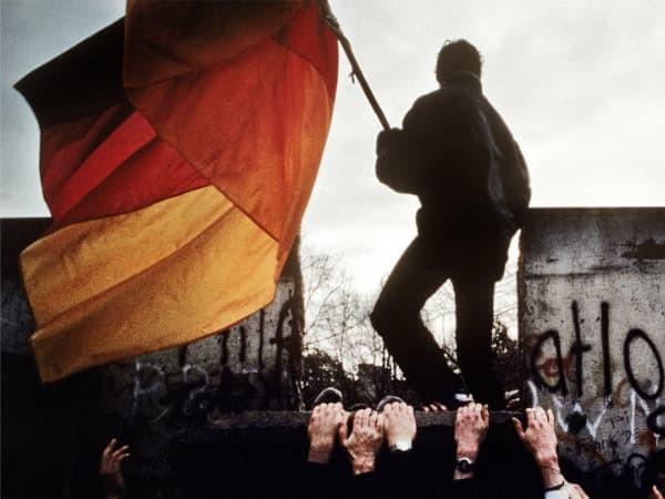 «30 anni dalla caduta del Muro di Berlino». Conferenza pubblica del prof. Marcello Flores